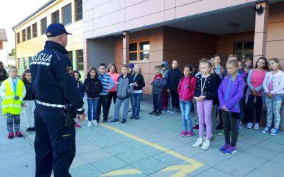 Sprehod po šolski poti s policistom